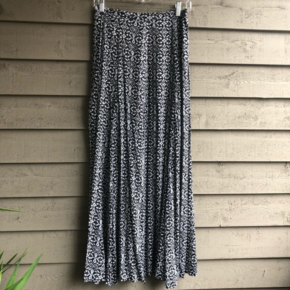 Lily White Dresses & Skirts - Lily White Printed Maxi Skirt. Size S.